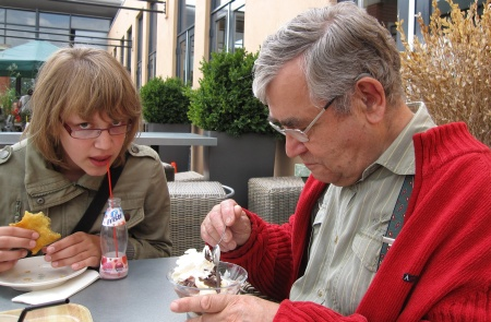 Anika en opa 28 juli 09