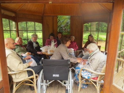lunchen in prieel in Arboretum