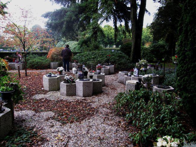 deel kerkhof okt 2013
